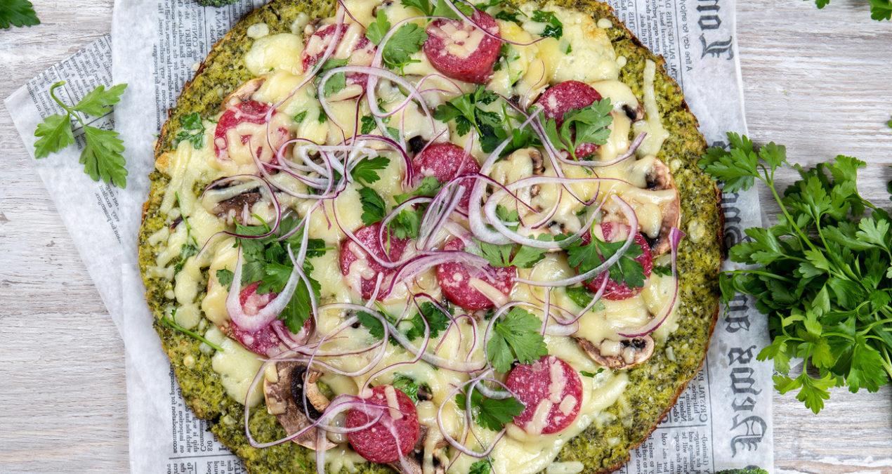 Рецепт с низким содержанием углеводов: зеленая пицца